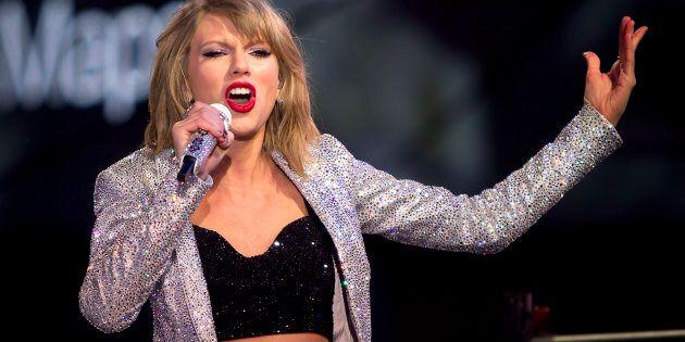 «Il m'a bien attrapé» les fesses, assure Taylor Swift au procès qui l'oppose au DJ David