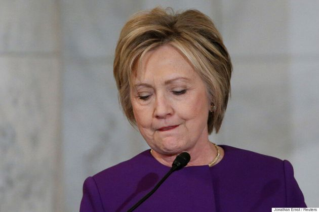 Hillary Clinton sort du bois contre les fausses