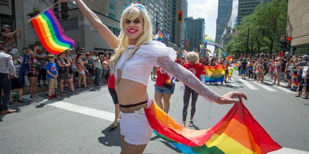 Cette excuse venait à un moment opportun de l'année, au début des festivités de la Fierté Montréal qui...