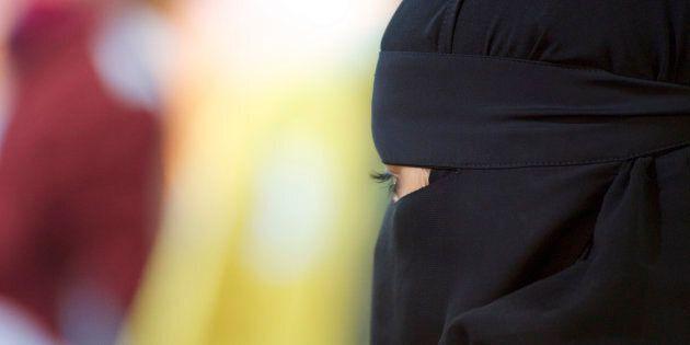 Une femme en burqa ou en niqab dégoûte Monsieur le Maire. Tel un rat d'égout, sa simple vue