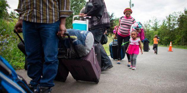 Migrants: Lisée affirme qu'un Québec indépendant ferait respecter sa