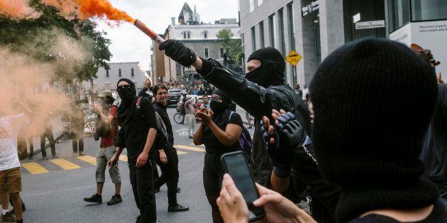 Quand j'ai vu la gang de militants antifascistes masqués et vêtus de noir, je savais exactement ce qui allait se passer ensuite.