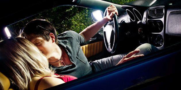 Le pourcentage de Canadiens affirmant avoir eu des «activités romantiques» au volant est