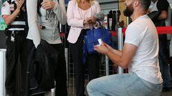 Aéroport de Québec: il la demande en mariage avant de partir en