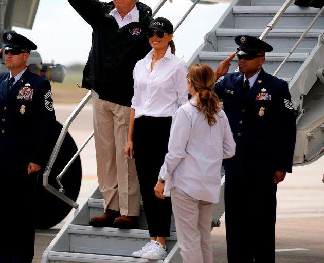 Le look de Melania Trump pour les inondations? Talons aiguilles et lunettes
