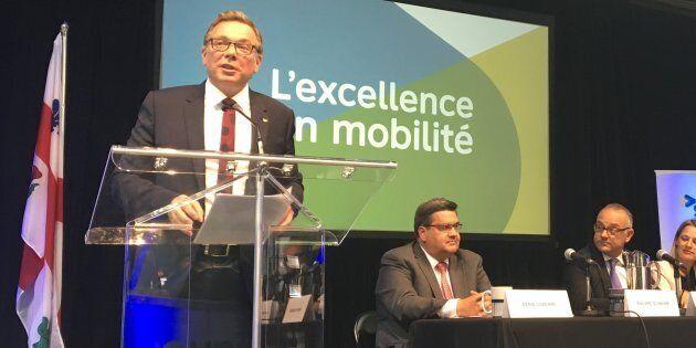 Philippe Schnobb, président de la STM; Denis Coderre, maire de Montréal; Aref Salem, responsable du transport...