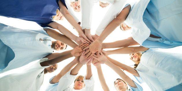 Dans le secteur public, les syndicats sont à pied d'œuvre pour consulter les travailleuses et travailleurs...