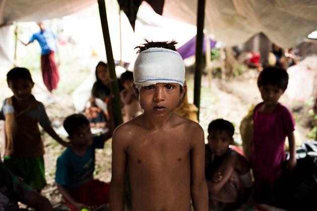 Mohammed Yasin, âgé de 8 ans, est arrivé au camp de fortune Kutupalong pour personnes réfugiées rohingyas,...