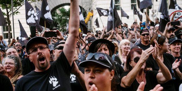 Ces indifférents sont donc les complices de tous ces nouveaux fous de l'identité québécoisequi se multiplient...