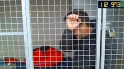 Les larmes de Rémi Gaillard, enfermé dans une cage de la