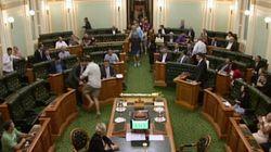 Des parlementaires australiens votent à demi vêtus en pleine