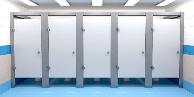 Mystère dans des toilettes suisses... bouchées par des liasses de 500