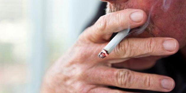 Les résidents de CHSLD peuvent continuer de fumer dans les fumoirs