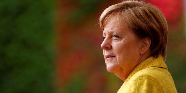 Mme Merkel a fait ses études en physique avec une thèse de doctorat sur la physique quantique et la chimie