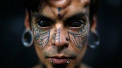 Un mannequin perd une partie de sa vision après un tatouage du globe