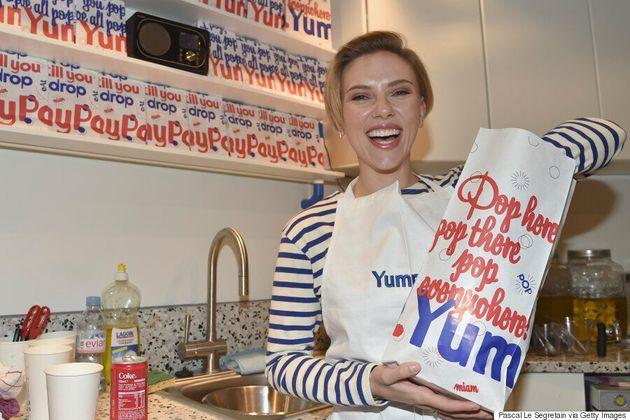 Scarlett Johansson, serveuse d'un jour dans sa boutique de pop corn