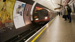 Colis suspect dans le métro de Londres: un homme