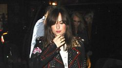 Dakota Johnson en met plein la vue avec son perfecto en cuir très mode