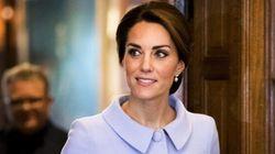 La duchesse de Cambridge surprend des passagers dans un avion commercial pour