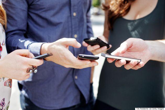 France: des jeunes de banlieue se défient sur Facebook pour aider les
