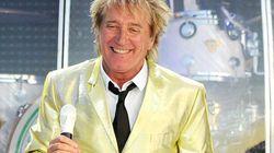 Le chanteur Rod Stewart est sacré chevalier au palais de
