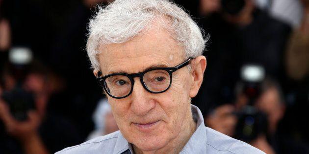 Woody Allen espère que c'est correct s'il continue à faire des clins d'oeil aux femmes, mais elles ne...