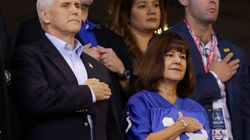 Mike Pence quitte un match de football américain, outré par des