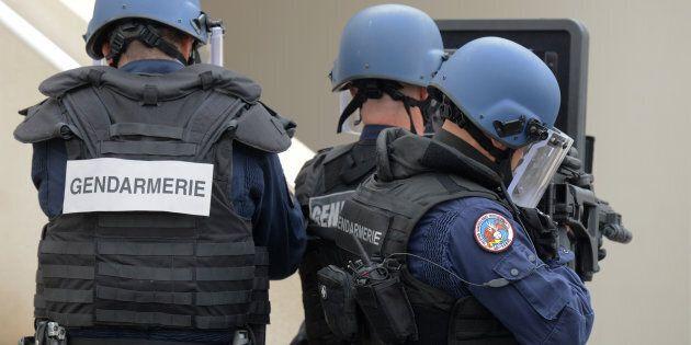 Dix personnes, soupçonnées de vouloir attaquer des hommes politiques français,