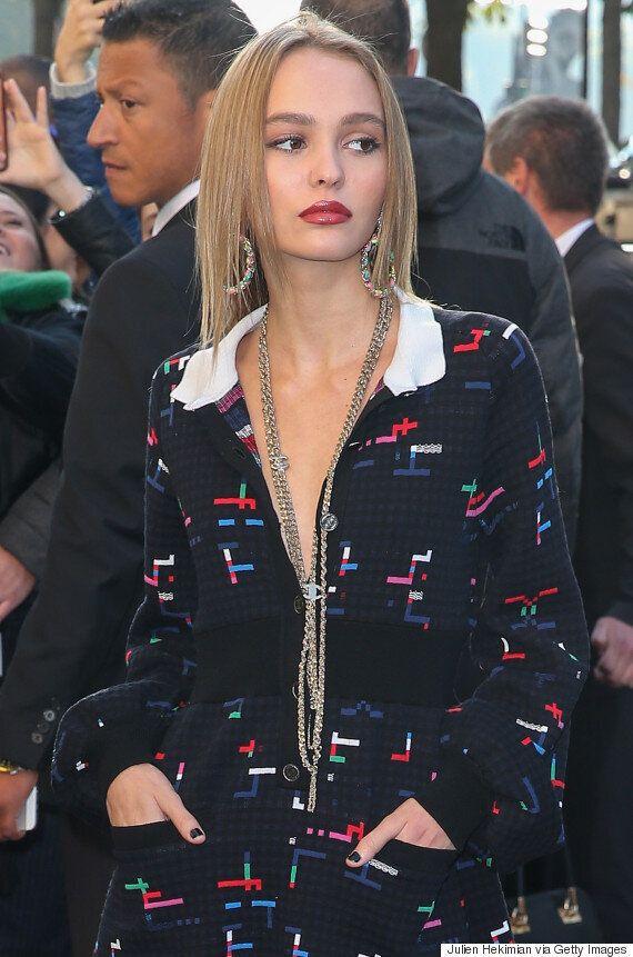 Lily-Rose Depp plus belle que jamais lors du défilé Chanel à Paris