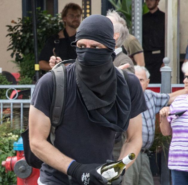 Un suspect est recherché à la suite de la manifestation violente du 20 août à
