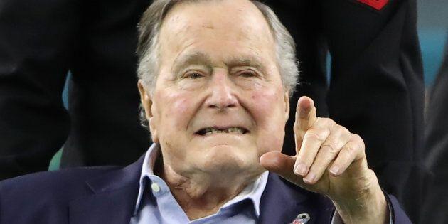 Une autre actrice accuse George Bush père de lui avoir touché les