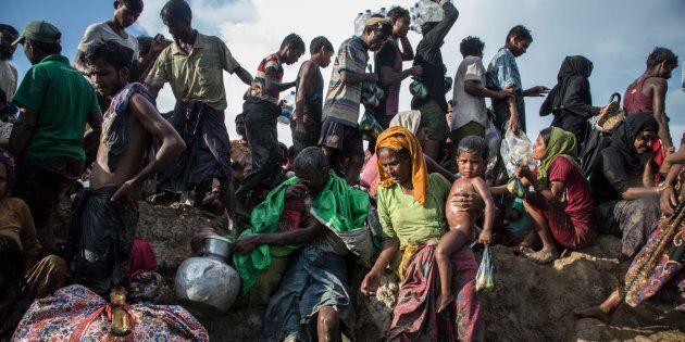 Le 16 octobre 2017, des milliers de nouveaux réfugiés rohingyas, incluant femmes et enfants, sont arrivés au Bangladesh.