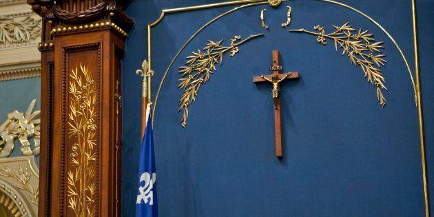 Comme si le crucifix à l'Assemblée nationale menaçait l'institution parlementaire québécoise par l'ombre...