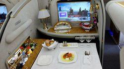 Il teste la première classe à 28 000 $ d'Emirates et c'est