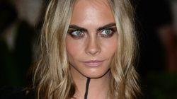 Cara Delevingne opte pour un maquillage unique au défilé
