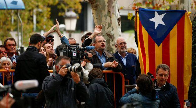 L'ex-président catalan Artur Mas était dans la foule soutenant les députés à leur arrivée à la Cour suprême