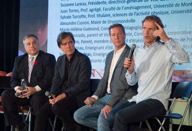 Pierre Lavoie, à droite, promoteur des saines habitudes de vie et co-fondateur du projet Lab-École présente...
