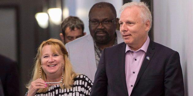 Les députés Carole Poirier et Maka Kotto en compagnie du chef du Parti québécois Jean-François