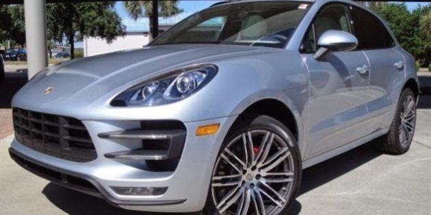 La police de Montréal recherche le conducteur d'une Porsche