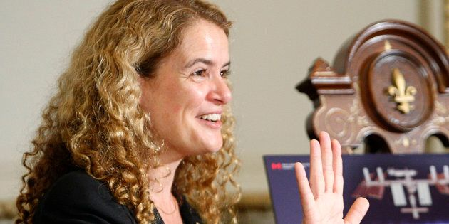 Julie Payette s'attaque à l'horoscope et critique ceux qui remettent en question les changements