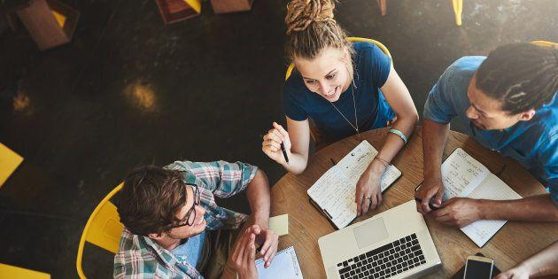 Avec la création des cégeps, la formation est uniformisée en offrant un diplôme, le DEC de trois années...