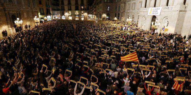 Catalogne: Puigdemont appelle au front uni des