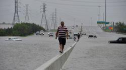 Harvey: des inondations «catastrophiques» à Houston, Trump sur place