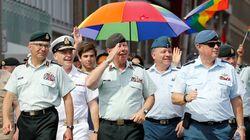 Le chef d'état major canadien au défilé de la fierté d'Ottawa: une