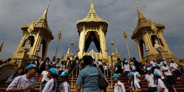 Le roi Bhumibol, mort l'an dernier à l'âge de 88 ans, aura régné pendant sept décennies, soit depuis...