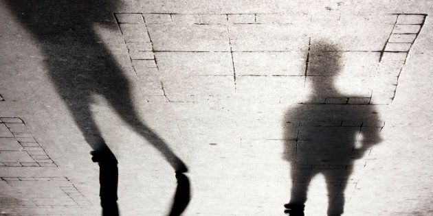 Par qui les femmes sont-elles agressées au