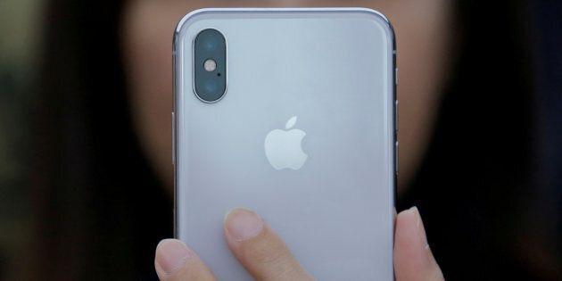 Le prix de l'iPhone X déchaîne les consommateurs du monde