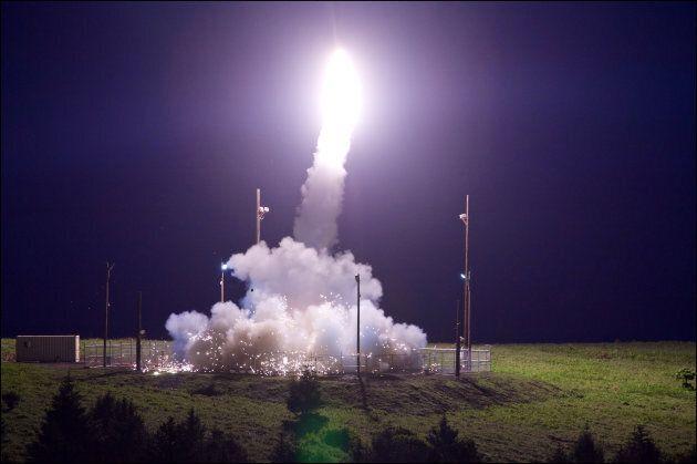 Test d'un système THAAD du Pacific Spaceport Complex en