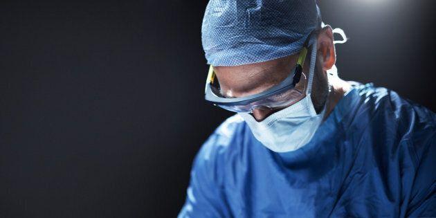 Un chirurgien reconnaît avoir gravé ses initiales sur le foie de