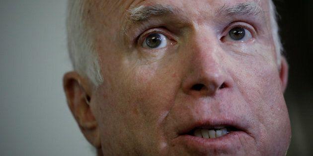 John McCain hospitalisé pour les effets secondaires du traitement de son